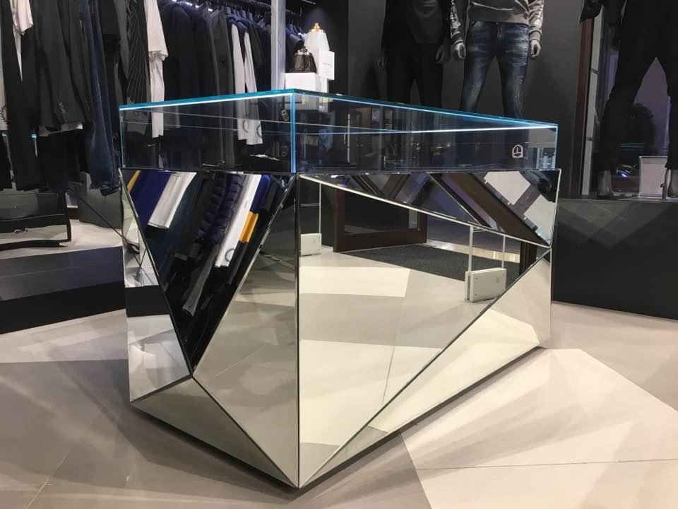 Empfangstheke und Verkaufspult Deltaglas Glaserei Wien