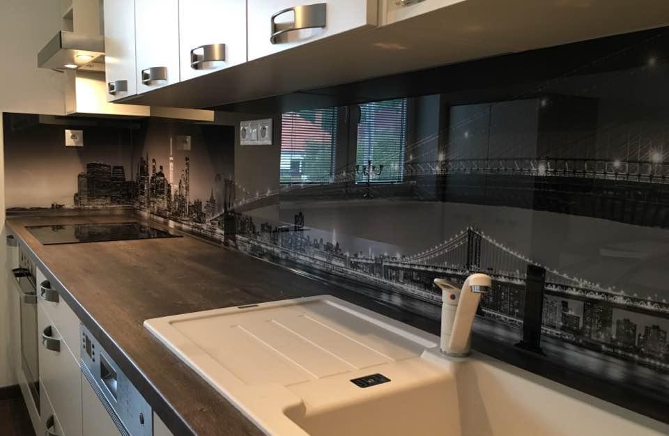 Küche Hintergrundbeleuchtung LED Glas Deltaglas Glaserei Wien